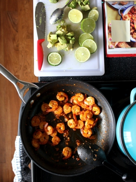 mexican spicy garlic shrimp with avocado and lime 2