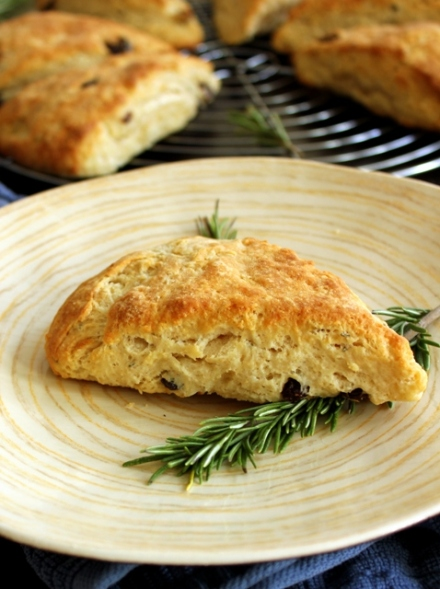 rosemary raisin sour cream scones